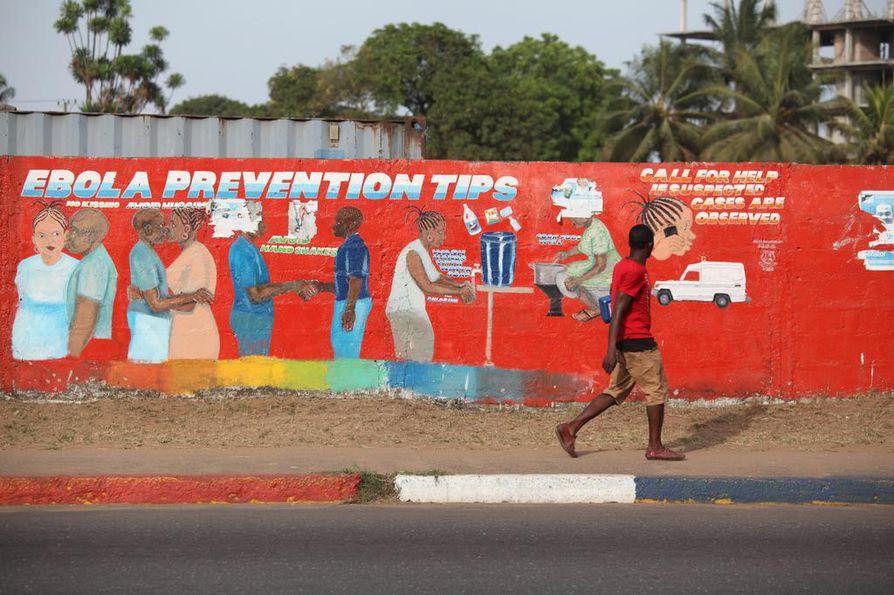 Ebolasta varoitetaan seinämaalauksessa Monrovian kaupungissa Liberiassa.