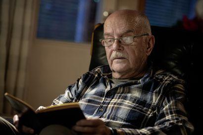 """Risto Vesakoski liikuttui isänsä sotapäiväkirjoista: """"En kuullut isän koskaan sanovan äidille """"minä rakastan sinua"""""""