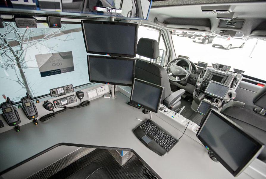 Poliisin uusi johtoauto maksaa satojatuhansia euroja, kertoo ylikomisario Marko Törmänen.