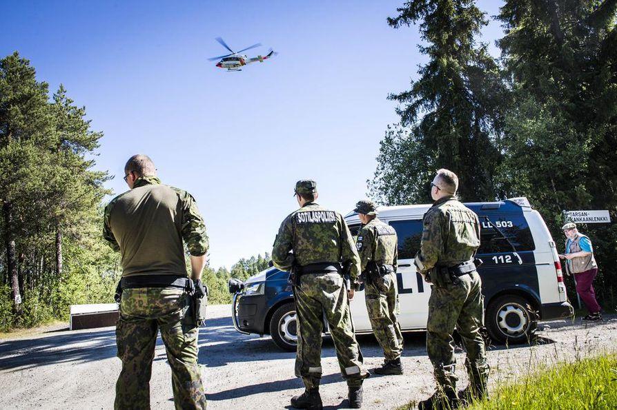 Poliisi selvittää tapahtunutta. Pakkolaskun tehnyt kone on pelastuslaitoksen mukaan yksityisomistuksessa.