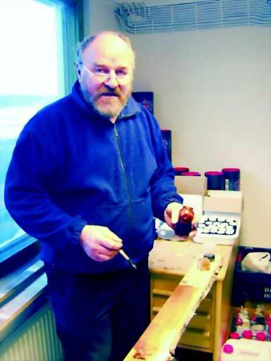 Ekologinen puunsuoja. Koivutisleen ominaisuuksia puun pintakäsittelyaineena tutkitaan Oulun yliopistossa. Martti Pyy tietää omasta kokemuksesta, että se soveltuu tähänkin tarkoitukseen.