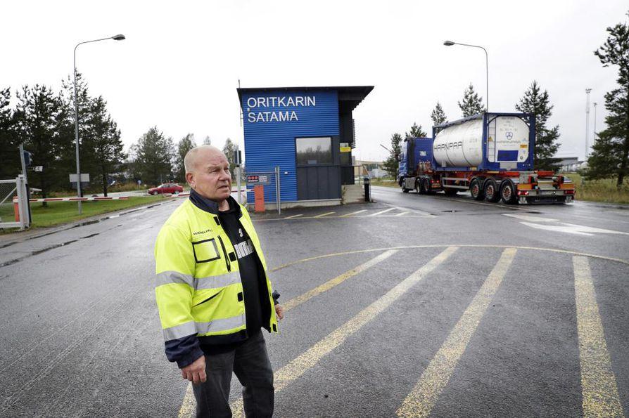 Herman Anderssonin pääluottamusmies Pauli Keränen sanoo, että taustalla ohi menevä kontti joutuu todennäköisesti palaamaan takaisin satamasta tai jäämään sinne perjantaihin asti odottelemaan, että ahtaajat palaavat töihin. Sitä ennen lastille ei ole ahtaajia..