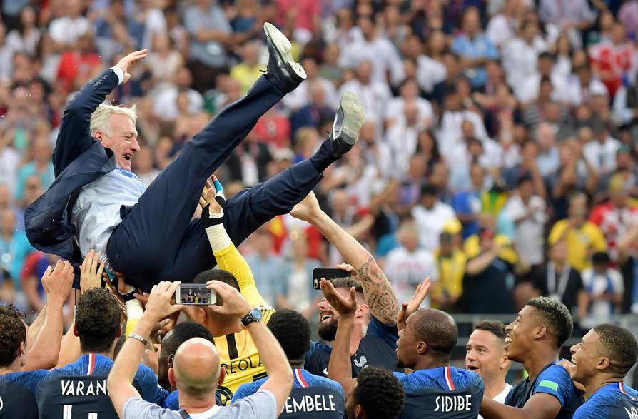 Ranskan valmentaja Didier Deschamps luotsasi joukkueensa voittoon ja juhli MM-kultaa sunnuntaina Moskovassa.