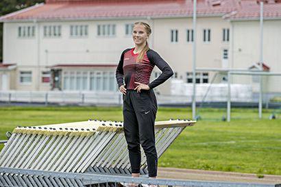18-vuotias oululainen Sonja Stång on jo päässyt Suomen aituritähtien kanssa samoihin lähtöihin – keväällä harjoituksiin piti ottaa mukaan lumikola ja petkele