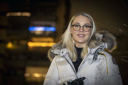 19-vuotiaan Iida Hevosmaan päätä särki jatkuvasti, ja optikko havaitsi hämmentävän selityksen – näistä syistä yhä useampi nuori tarvitsee silmälasit