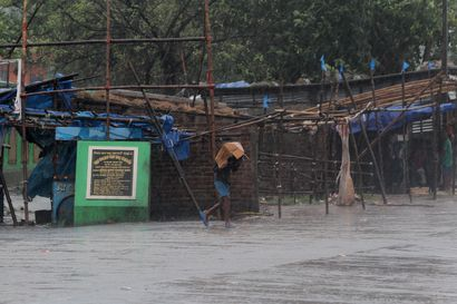 Hirmumyrsky on tappanut ainakin 24 ihmistä Intiassa ja Bangladeshissa – Uhriluvun odotetaan nousevan, jättievakuoinnit pelastivat henkiä