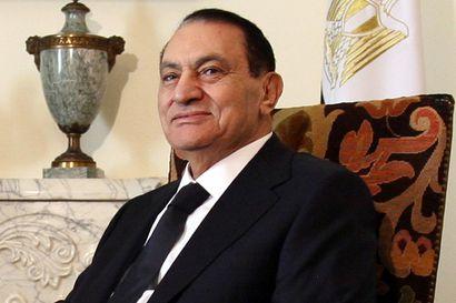 """""""Egyptiä ja minua ei eroteta ennen kuin makaan hänen mullassaan"""" – Egyptin menehtynyt ex-presidentti Hosni Mubarak nousi valtaan vahingossa ja piti siitä kiinni 30 vuotta"""