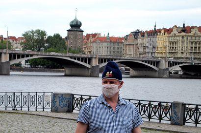 Miehemme Prahassa: Marko Pyhtilä alkoi kirjoittaa jännäriä, mutta lopputulos on myös poliittinen satiiri aikamme öyhöttäjistä