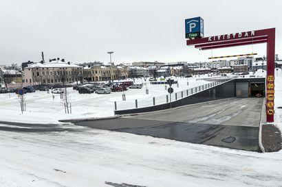 Kivisydämen laajennus tai kansiparkki torille? Oulun keskustavisio 2040:n mukaan ydinkeskusta tarvitsee uusia pysäköintipaikkoja
