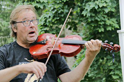 """Musiikkitapahtumien jatko koronan jälkeen pohdituttaa haapavetistä muusikkoa Timo Hannulaa – """"Miten ympärivuotiset kiinteät kustannuksemme otetaan huomioon?"""""""