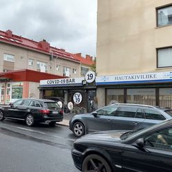 """Oululaisbaari vaihtoi nimensä Covid-19 Bariksi – """"Se kuvaa taisteluamme virusta vastaan"""", kertoo baariyrittäjä"""
