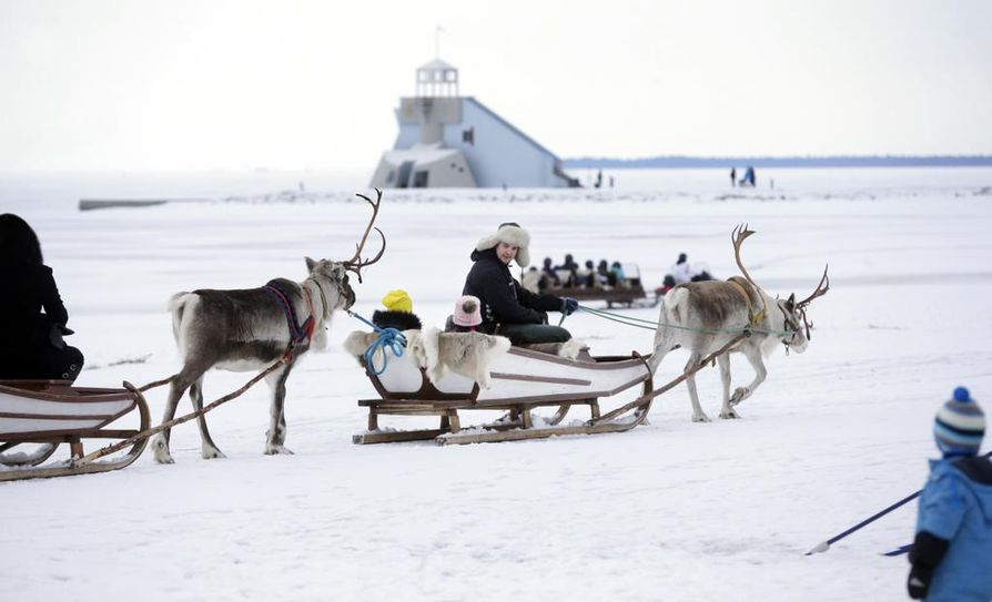 Nallikarin talvikylässä pääsee kokemaan samoja asioita kuin Lapin matkailukeskuksissa.