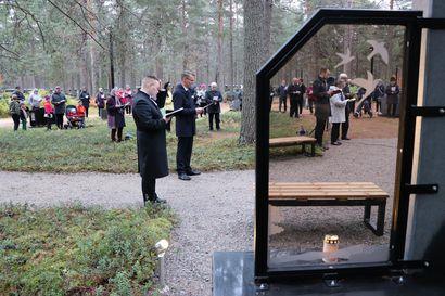 Riekinkankaan hautausmaan Muistokumpu siunattiin käyttöönsä merkitykselliseen paikkaan