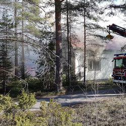 Omakotitalo vaurioitui purkukuntoon tulipalossa Raahessa