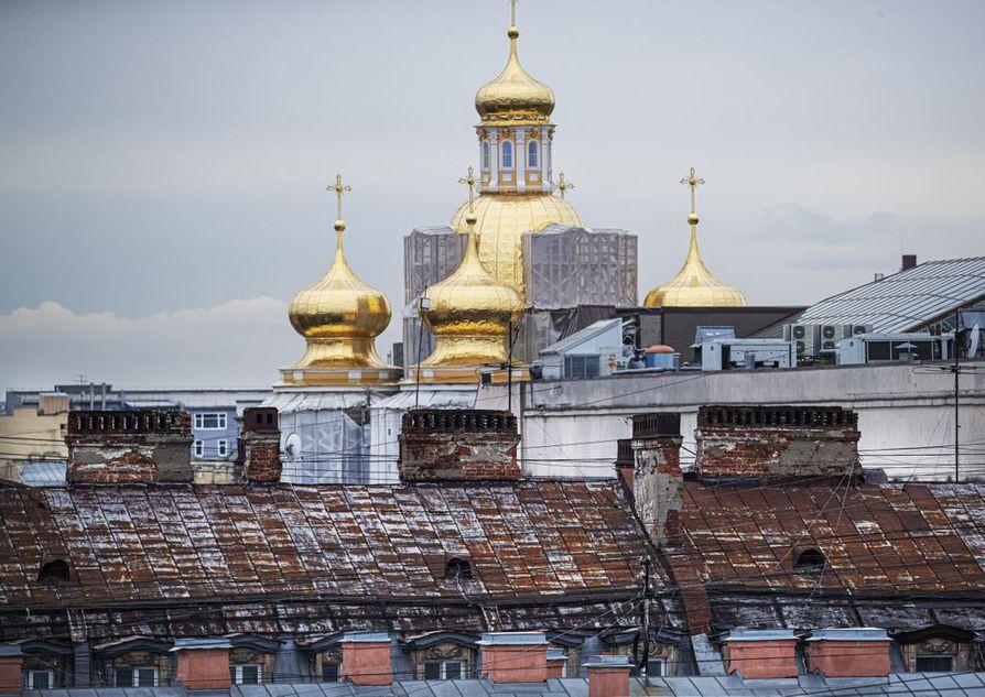 Pietarin katoilla on paljon ruostetta, joka edesauttaa jääpuikkojen syntymistä talvella.