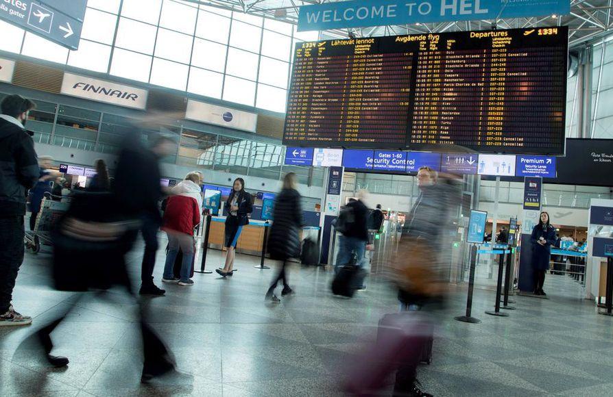 Pääkaupunkiseudulla todetun tartunnan lisäksi Suomessa on eri puolilla ainakin kolme epäiltyä koronavirustartuntaa. Kaikki henkilöt ovat matkailleet Pohjois-Italiassa.