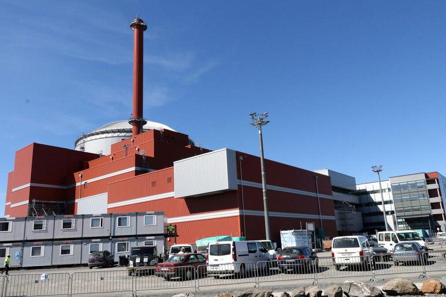Finedu yrittää esityksillään ehkäistä Olkiluodon kolmosreaktorin (kuvassa) rakentamisessa ilmenneiden ongelmien toistuminen Pyhäjoella.
