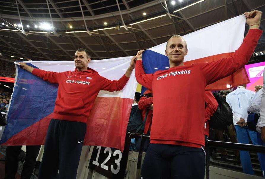 Keihäänheiton tuore MM-pronssimitalisti Petr Frydrych (vas.) tuo maailmanluokan tähtiloistoa Raatin stadionille tulevana sunnuntaina. Oikealla MM-hopeamitalisti Jakub Vadlejch.