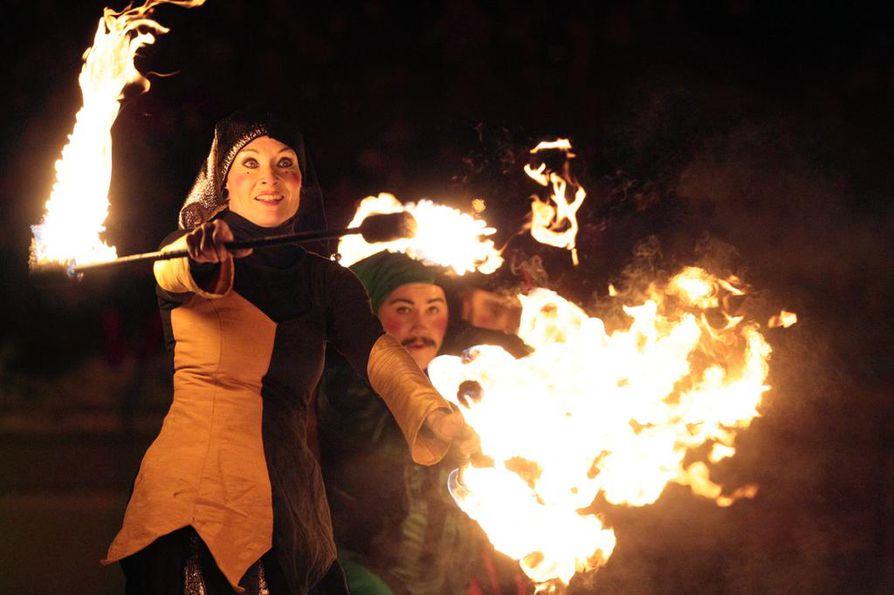 Uuden Oulun avajaistapahtumassa nähtiin muun muassa tulitaidetta.