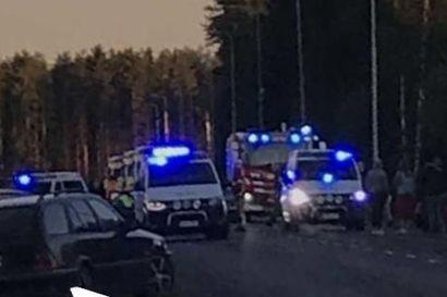 Kahdeksan nuorta loukkaantui kahden henkilöauton törmäyksessä Oulussa – yhden vammat vakavampia