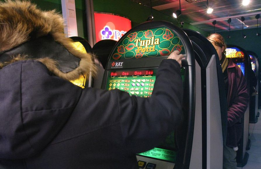 Kauppoihin ja muihin vastaaviin tiloihin sijoitetut peliautomaatit tuovat rahapelaamisen näkyväksi. Toisaalta sijoittelu voi peliongelmaiselle olla ikävä, kun kiusauksen välttely käy vaikeaksi.
