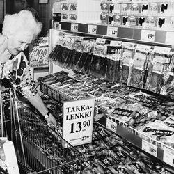 Muistatko miltä näytti Pernun, Määttälänvaaran tai Vuotungin kyläkaupassa? Entä montako markkaa maksoi Takkalenkki? Katso vanhat kuvat Koillismaan kaupoista.