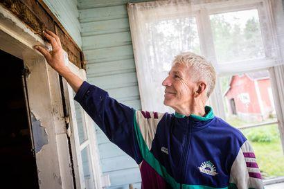 """Kemijoen varren Viirinkylä pyrkii maisemanhoitoalueeksi – halutaan kunnioittaa edellisten sukupolvien työtä: """"Isoisäni kaivoi Rovaniemen palaneista tuhkakasoista nauloja ja oikoi niitä, jotta kylää saatiin jälleenrakennettua"""""""