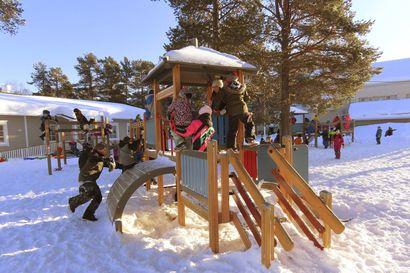 Ivalon koulukeskus viivästyy vuodella, koulunkäynti jatkuu evakossa