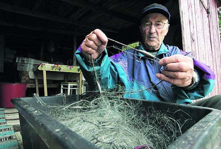 Eetu Liedeksellä on noin 40-50 verkkoa. Hän pauloittaa ja huoltaa ne itse. Näin lopputulos on varmasti mieluinen.