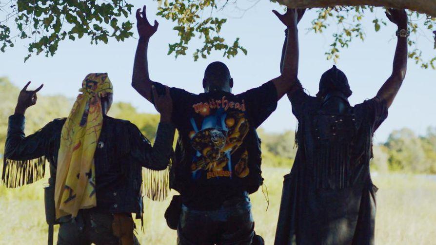 Death metal on kova sana Botswanassa. Metallibändi Overthrust on matkadokumenttisarja Say Whatin ensimmäisen jakson paras bongaus.