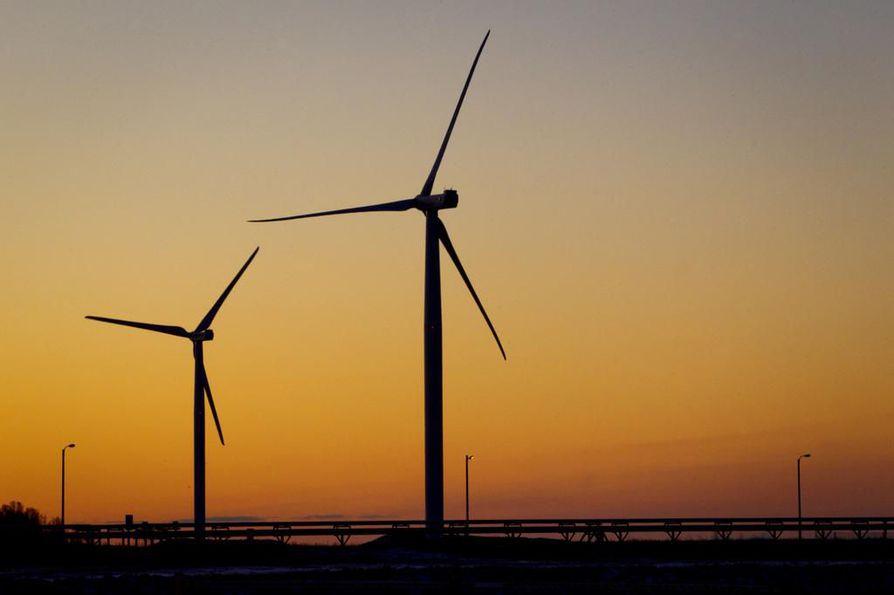 Havaitun muutoksen taustalla vaikuttaa tutkimuksen mukaan erityisesti tuulivoiman ja muiden vastaavaa säätövoimaa tarvitsevien energiantuotantomuotojen yleistyminen. Arkistokuva Ajoksen tuulivoimapuistosta.