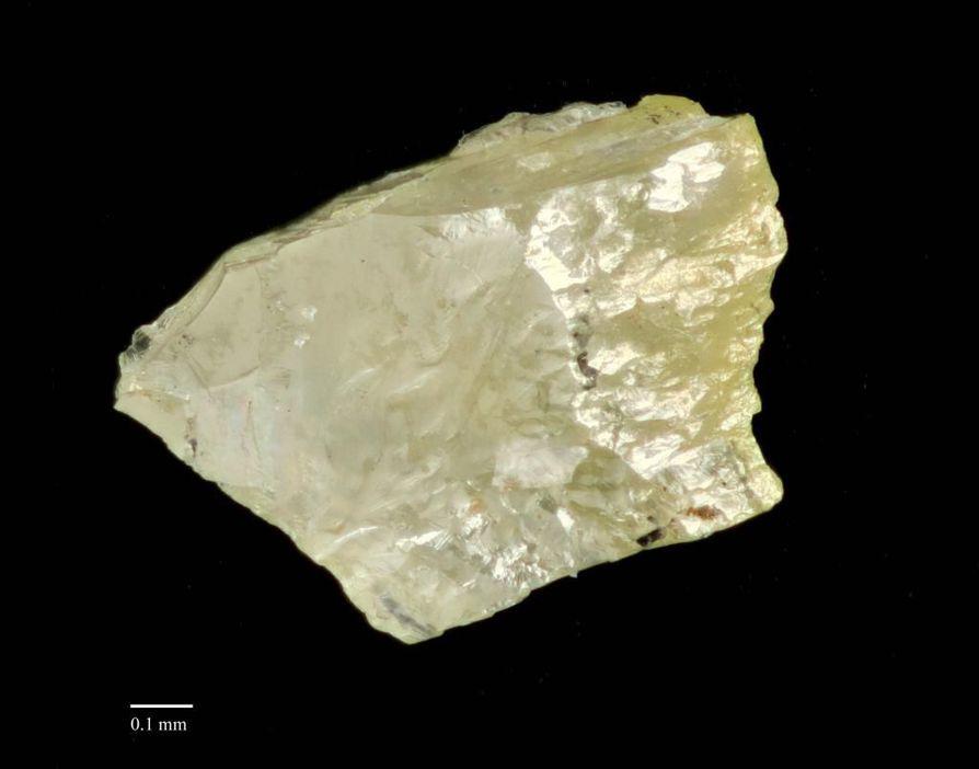 Kuvassa löydetty timanttikiteen kappale.
