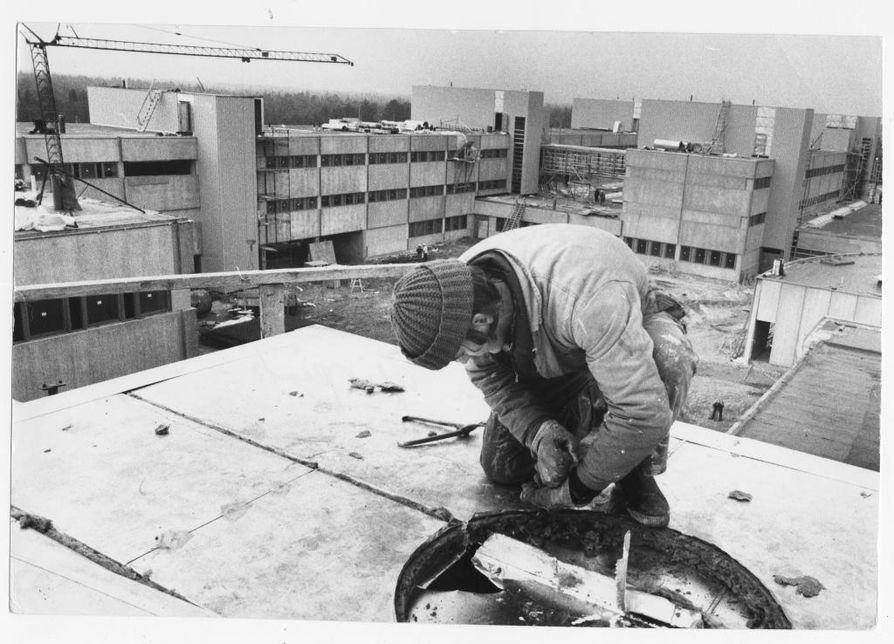 Oulun yliopiston Linnanmaan kampuksen rakennustyöt aloitettiin vuonna 1972 ja ensimmäiset osat otettiin käyttöön 1973. Kampuksen uusimmat osat valmistuivat vuonna 2002. Kampuksen omistaa Suomen Yliopistokiinteistöt.