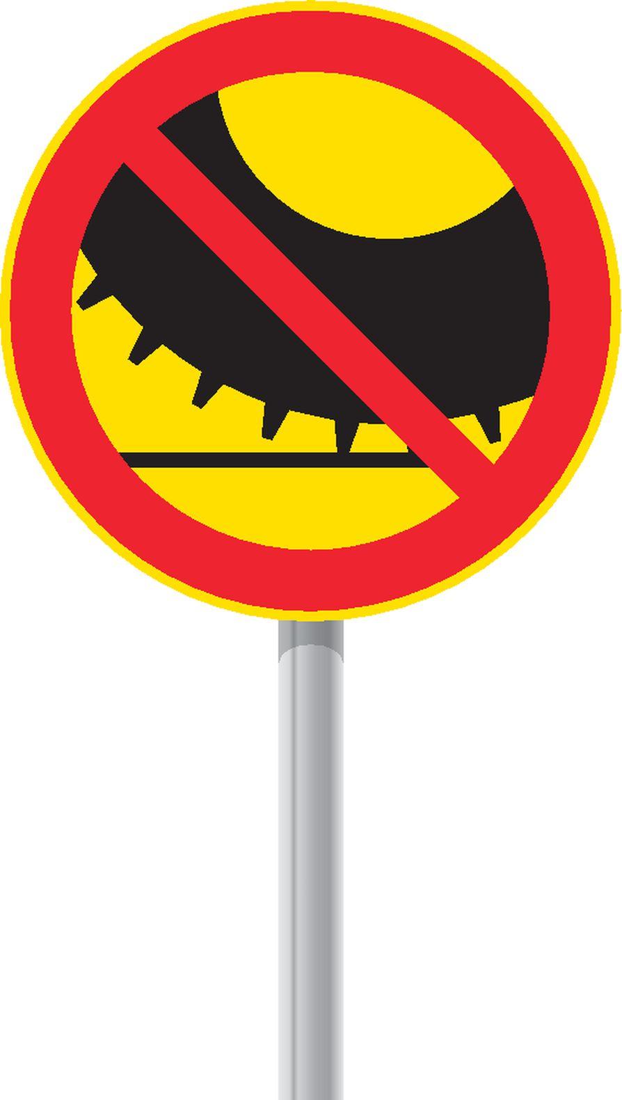 Yksi Suomeen ehdotettavista uusista liikennemerkeistä kieltää ajamisen nastarenkailla varustetulla moottorikäyttöisellä ajoneuvolla. Kieltotien varrella olevalle kiinteistölle saisi kuitenkin ajaa nastoillakin, jos muuta ajoyhteyttä ei ole.