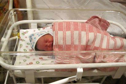 """Koronan takia isät ulos sairaalasta synnytyksen jälkeen – kansanedustaja Simula: """"Perheiden tuesta huolehdittava riittävin resurssein"""""""