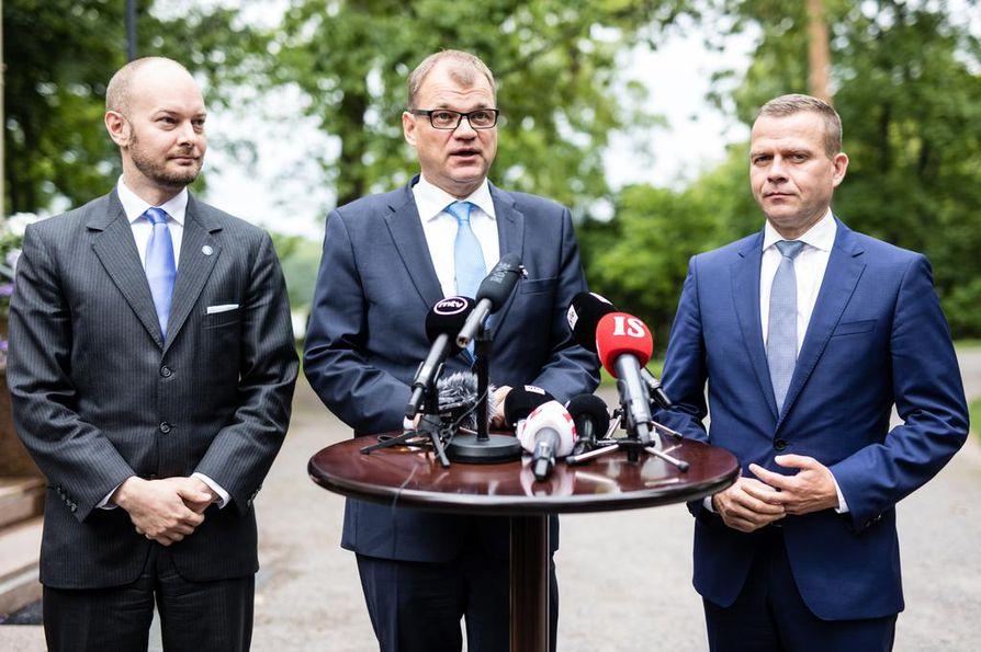 Sampo Terho, Juha Sipilä ja Petteri Orpo.