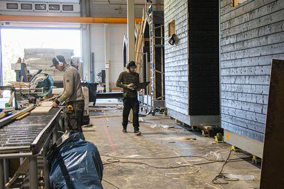 Limingassa on tehdas, jossa talot valmistuvat samaan tapaan kuin ajoneuvot autotehtaalla – Aktiivinen kunta ja sopiva sijainti auttavat yrityksen menestymisessä