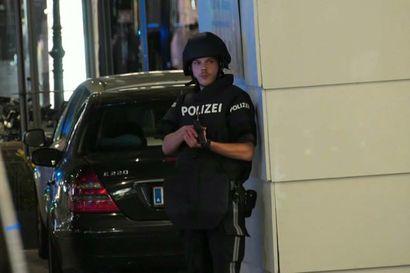 Wienissä mahdollinen terrori-isku, ainakin kaksi kuollut ja useita haavoittunut – useissa kohteissa ammuttu