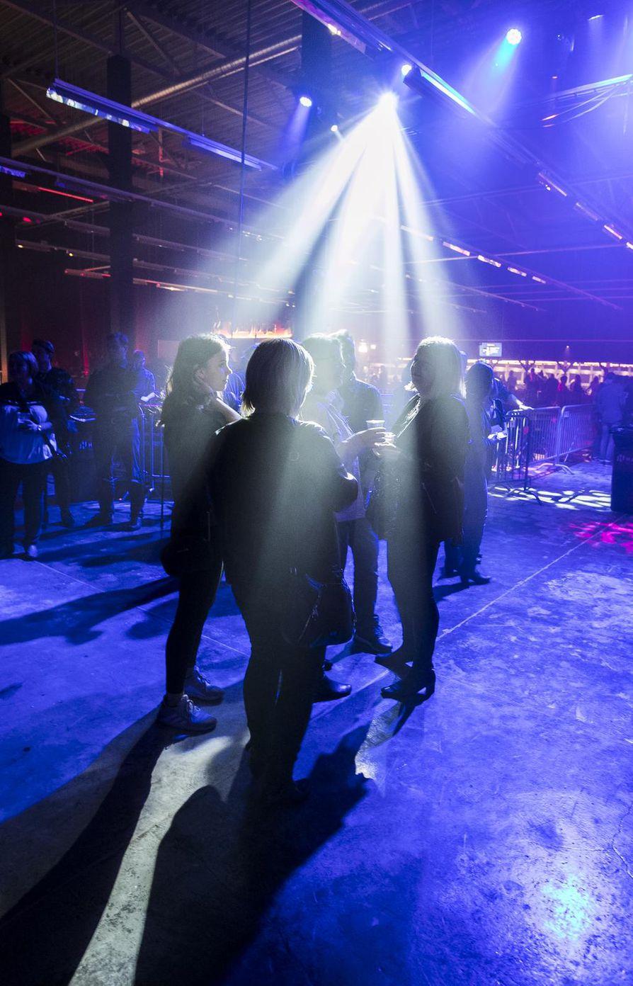 Live-musiikin ystävien kaipaaman Club Teatrian avajaisia juhlittiin viiden vuoden hiljaiselon jälkeen lauantai-iltana Oulussa.