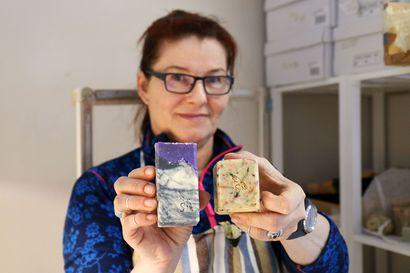 Käsintehty saippua kypsyy kuusi viikkoa – Sodankyläläisestä Tiina Vaaralasta tuli saippuantekijä ja kosmetiikka-alan pienyrittäjä oman ihon ongelmien vuoksi