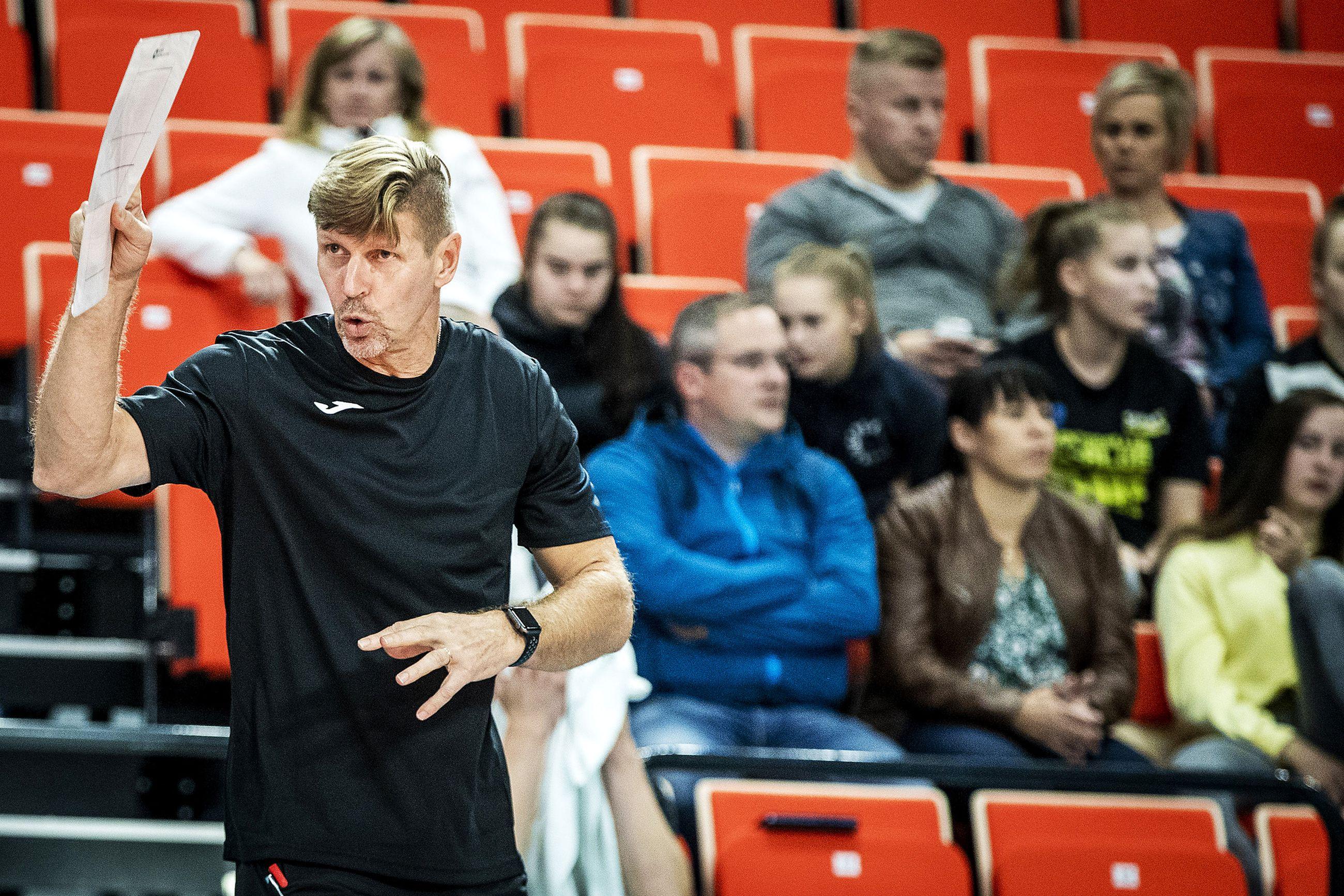 PerPon pävalmentaja Jukka Tuovinen painottaa joukkuehengen merkitystä.
