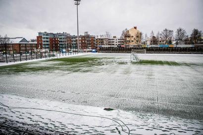 Yöllä keskuskentällä satanut lumi esti RFA-OLS -ottelun Rovaniemellä