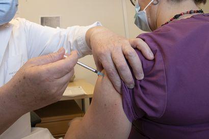"""Miten ikäihmisten rokottaminen on järjestetty? –  """"Sähköisesti aikaa ei voinut varata, jos ei ole verkkopankkitunnuksia"""""""