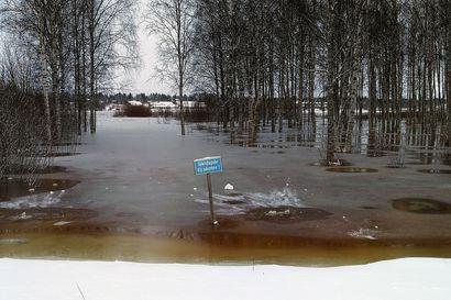 Syysjäät patoutuvat Tornionjoella – vesi nousee, pelastuslaitokset valppaina