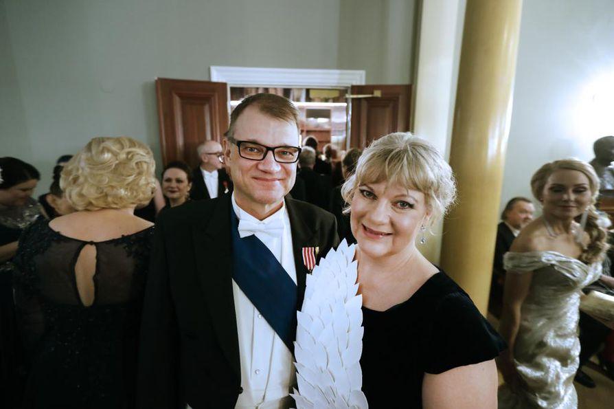 Juha ja Minna-Maaria Sipilä juhlivat iloisella mielellä Presidentinlinnassa.