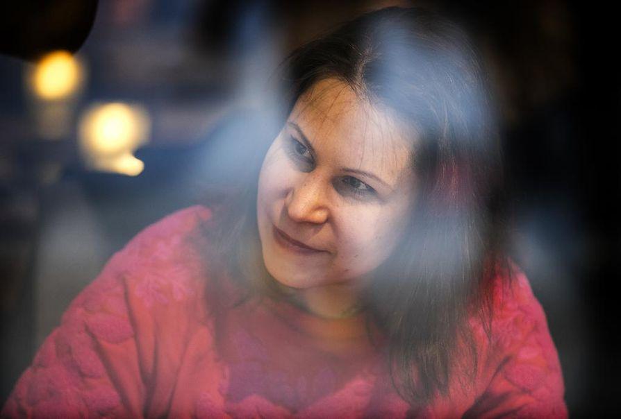 Hanna Ojalan ohjaama Punainen maa, valkea meri -näytelmä nähdään Kajaanin kaupunginteatterissa.