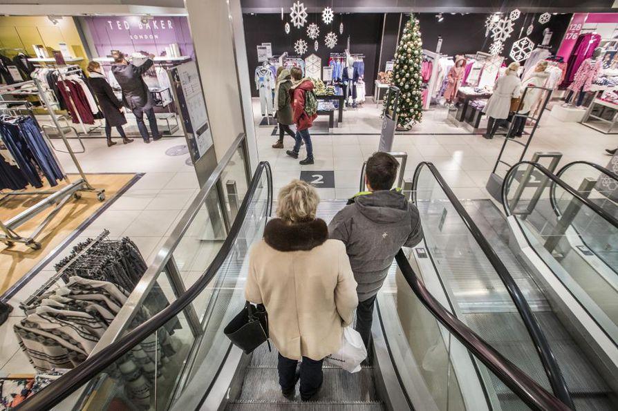 Stockmannin Oulun tavaratalo tyhjenee vähitellen. Tavaratalo aukaisi ovensa 1. syyskuuta 2001 eli se ehti palvella oululaisia reilut 15 vuotta.
