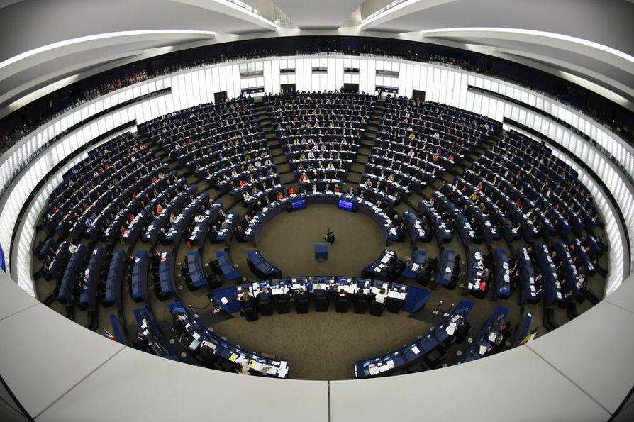 Euroopan parlamentin mepit säätävät kaikkia jäsenmaita koskevia lakeja. Parlamentti kokoontuu Brysselissä ja Strasbourgissa (kuvassa).
