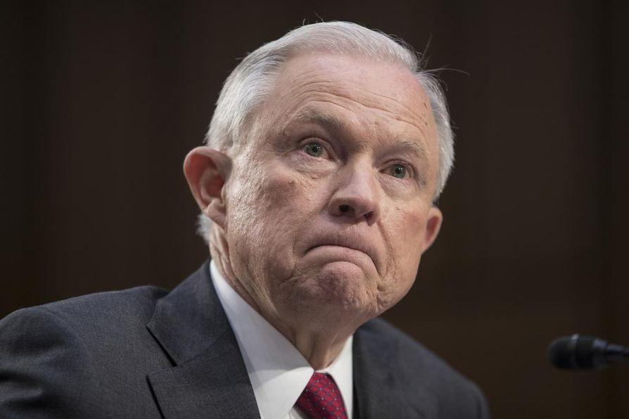 Trump erotti keskiviikkona Venäjä-tutkinnasta itsensä jäävänneen oikeusministeri Jeff Sessionsin.
