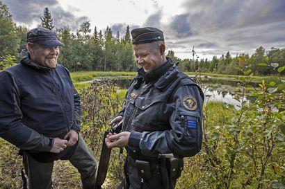 Tervepä terve, sanoi merivartija – näin sujui metsästyksen valvonta Pohjois-Iin pikkuteillä ja rantaryteiköissä